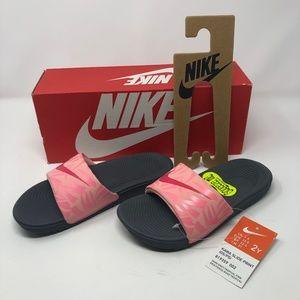NIKE Kawa Slide Print Kids-Dark Grey/Tropical Pink